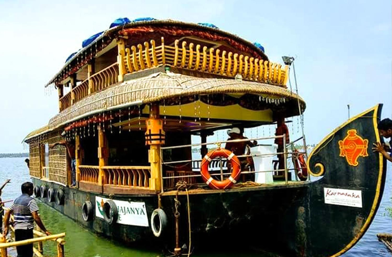 Panchajanya Houseboat
